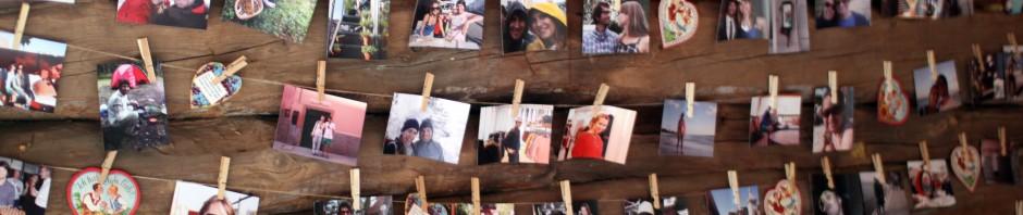 De hadde hengt opp masse bilder av brudeparet
